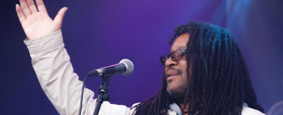 Kenny on the main stage at Summer Soulstice 2016. Photo by Jen Jenny B © Summer Soulstice Ltd.