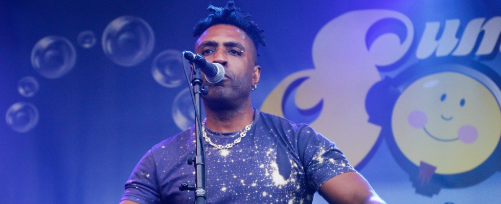 Omar singing live on stage at Summer Soulstice 2016. Photo by Jen Jenny B © Summer Soulstice Ltd.