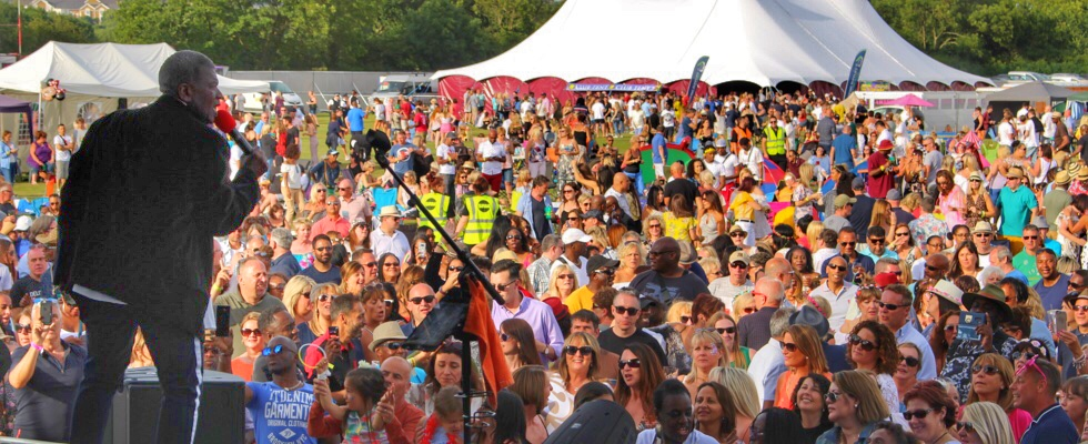 Howard and the main stage crowd at Summer Soulstice 2018. Photo by Jamie Topham © Summer Soulstice Ltd.